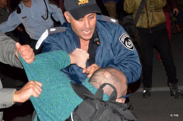 אלימות משטרה (צילם: רפי מיכאלי)