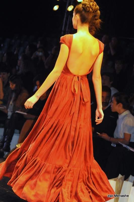 שמלת מקסי עם גב חשוף אצל נתנאל זיקרי