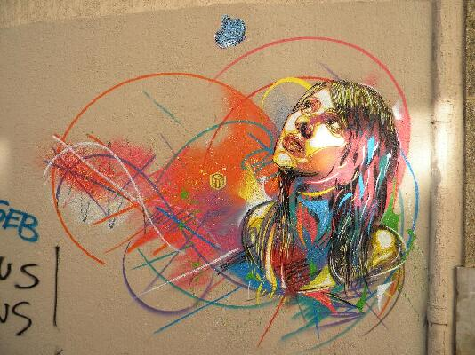 גרפיטי או אמנות - אנונימי מצייר פורטרטים על קירות העולם