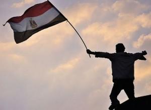 מפגין מצרי בכיכר א-תחריר, ינואר 2010. יום חג או בחזרה לכיכר?