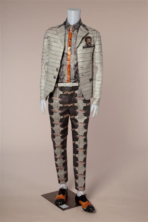 חליפה גברית מתוחכמת בעיצוב הגר מזרחי ותמר לוי