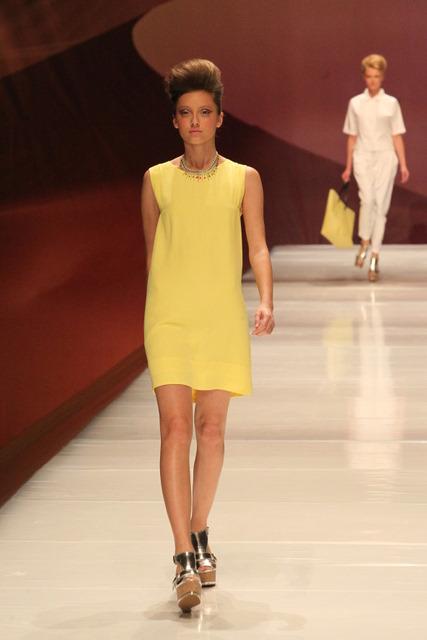 הצהוב שולט - שמלת shift ותיק