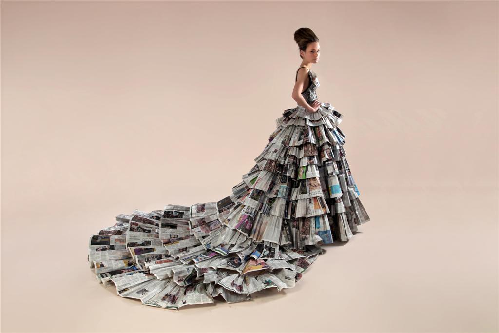 שמלה בעיצוב תלמידות שנה ד' בשנקר אריאל טולדנו ושני בלומנפלד