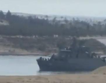 ספינה איראנית חוצה את תעלת סואץ