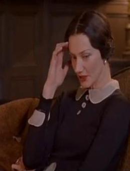 שמלת עקרת בית אנגליה: השחקנית ג'ואלי ריצ'רסון מגלמת את סימפסון בסרט Wallis and Edward של הבי.בי.סי. מ-2005