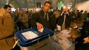 מצביעים בקלפי בטהראן, אתמול