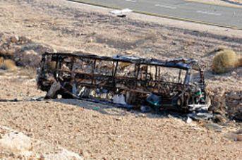 שרידי האוטובוס (צילום: ויקימדיה)