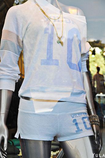 ואם אתן במצב רוח ספורטיבי, או מנומנם, הנה עוד הצעה ללבוש תכלת. הכי 10 שיש. צילום: יולה זובריצקי