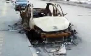 מכונית שנפגעה מהפגזות צבא סוריה ברובע אינשאת בחומס, ארכיון