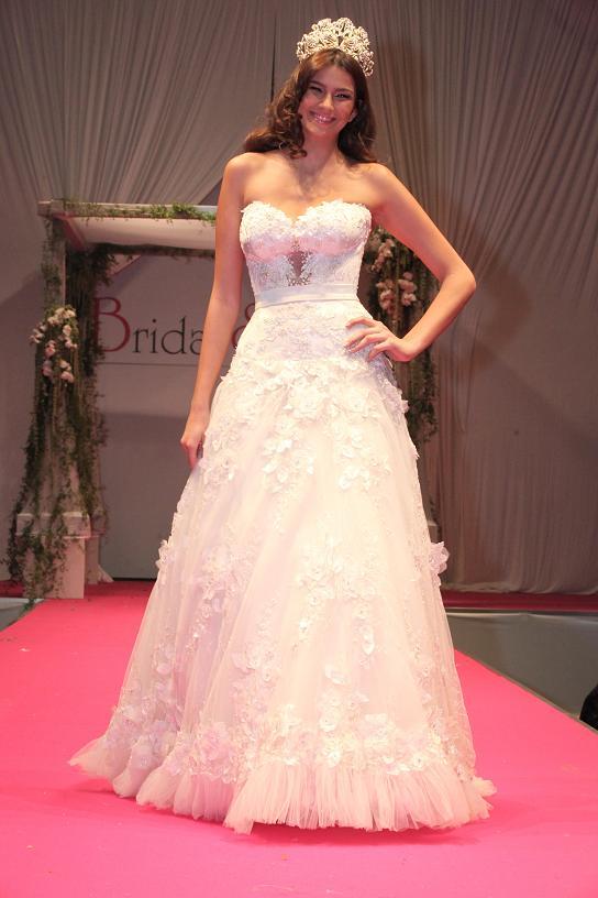 מלכת היופי שני חזן בשמלה של גליה להב בהופעה צנועה ועדינה