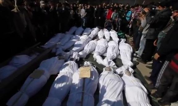 גופות מהפצצות בחומס מוצגות בפני המצלמות, ארכיון