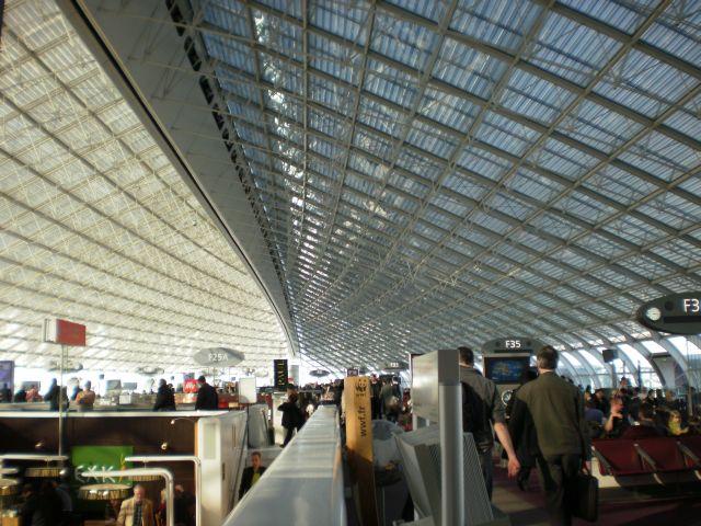 נמל התעופה שארל דה גול בפאריס. מוביל במספר הנוסעים. צילום עירית רוזנבלום