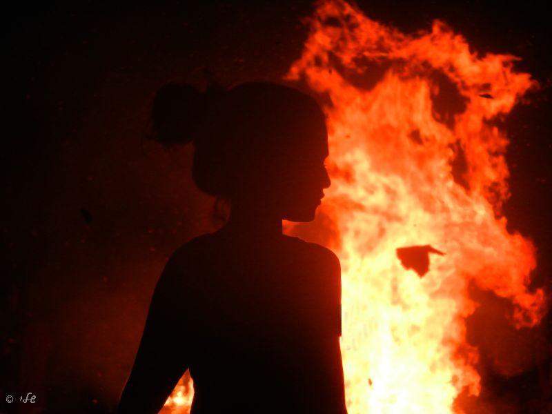 ניצוצות את רוצה? את לא יודעת שניצוצות עלולים להפוך לשריפה?