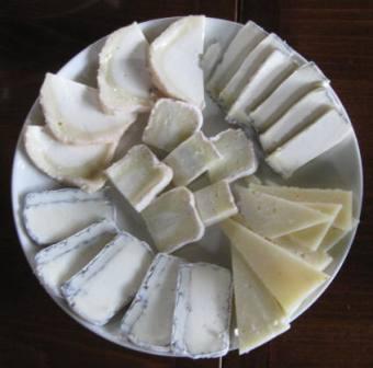 מבחר גבינות עזים, צילום: דני בר