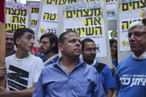 כבל בהפגנת 1 במאי (צילום: דן בן דוב)