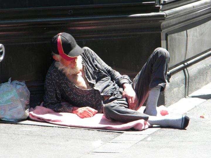 איש עם כובע וגרביים