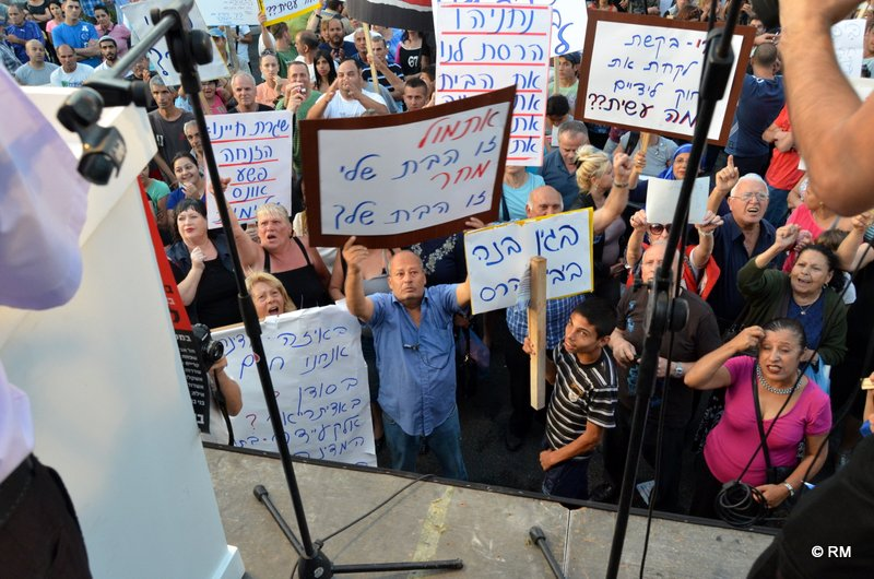 מפגינים בתקווה (צילום: רפי מיכאלי)