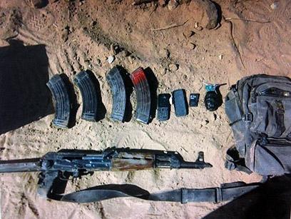"""אמצעי הלחימה שנשא המחבל שחוסל(צילום: דובר צה""""ל)"""