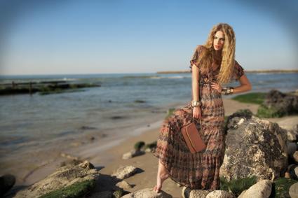 """כרמן הישראלית של רשת """"העין השלישית"""": שמלת שיפון מעויינים מתוך קמפיין קיץ 2012. צילום: איתן טל."""