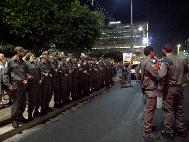 שומרים על הכביש. משטרת ישראל (צילום: דן בר דוב)