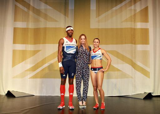השקת מדי הנבחרת האולימפית הבריטית. עיצוב: סטלה מקרטני לאדידס. משמאל לימין: קופץ הקפיצה המשולשת פיליפ איידהו, המעצבת סטלה מקרטני, אתלטית קרב שבע ג'סיקה אניס.
