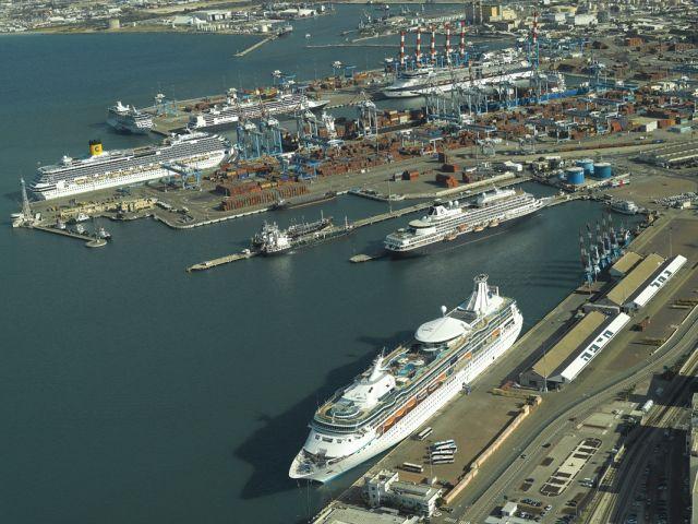 נמל חיפה מן האוויר. צילום באדיבות נמל חיפה