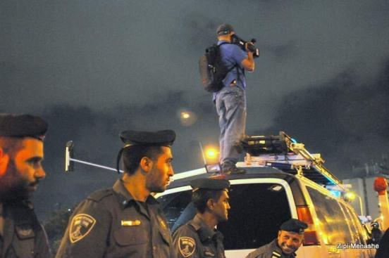 המשטרה מתעדת. למען ההיסטוריה? (צילום: ציפי מנשה)