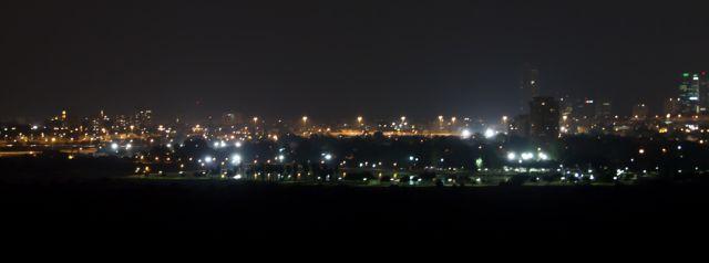 נוף גוש דן בלילה מהר התרבות. (צילום: אמיר שגב)