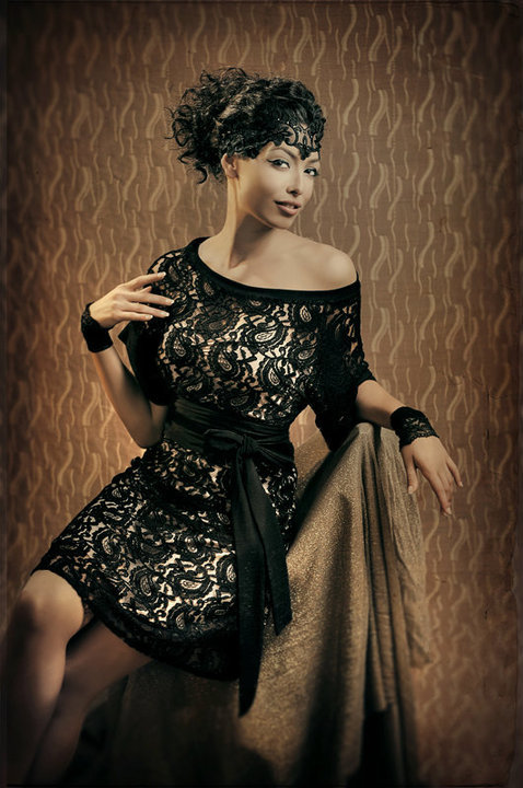 שמלת קימונו בגרסת ערב - תחרה שחורה. צילום: ג'ני ברסט