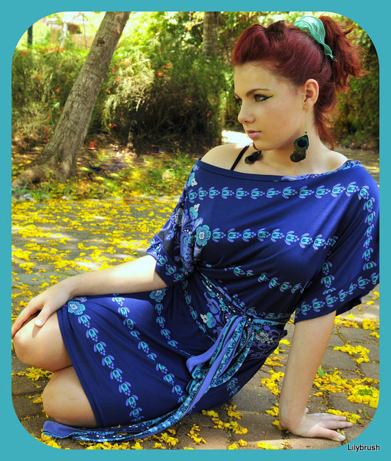 שמלת קימונו כחולה בגרסת יום. מתוך קולקציית קיץ-סתיו 2012: חלומות על עלים זהובים. צילום: לילי ברושטיין