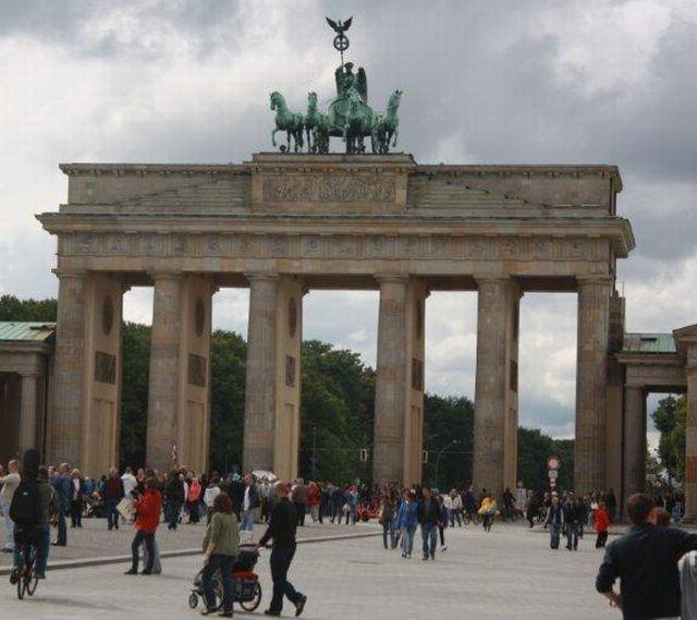 ברלין, שער ברנדנבורג. גם היא יעד פופולרי. (צילום: טובי פולק)