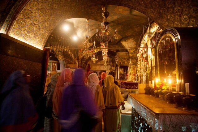נשים נוצריות מתפללות בירושלים. צילום: נועם כהן באדיבות משרד התיירות