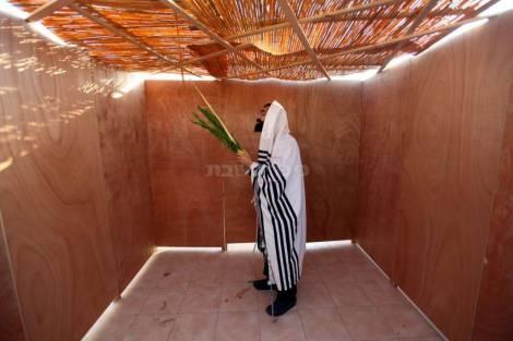 """Sukkah באדיבות האתר החרדי """"כיכר השבת"""""""