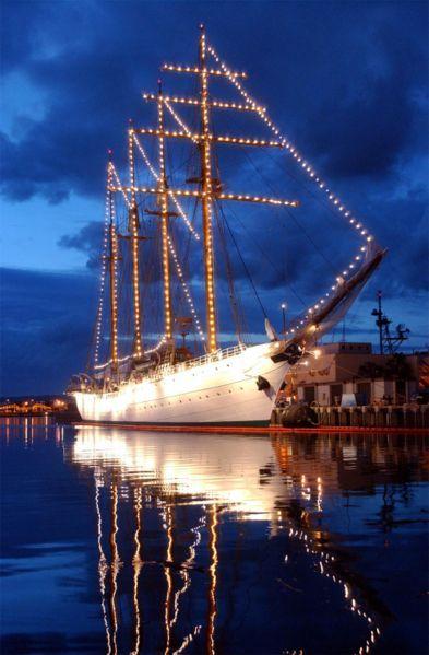 """בסופ""""ש: אוניית המפרשים הגדולה בעולם - לחיפה"""