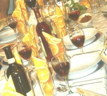 מפגשים תכופים עם במשפחה המורחבת. שולחן החג