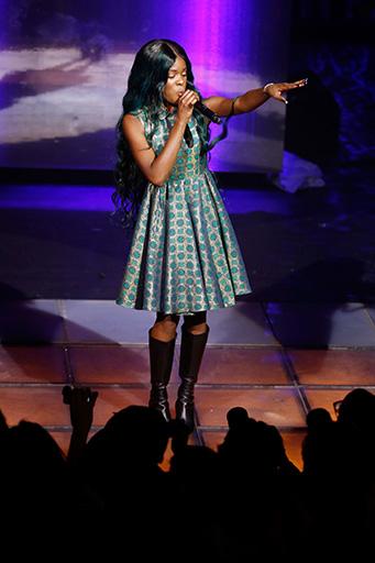 אזליה בנקס בהופעה חיה במסגרת השקת קולקציית AdR at H&M. צילום: ADR AT H&M