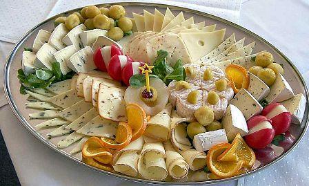 מבחר גבינות הנמכרות בארץ, צילום: ויקימדיה