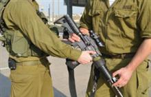 אלמונים פרצו לבסיס, היכו חיילים, שדדו נשק ונמלטו