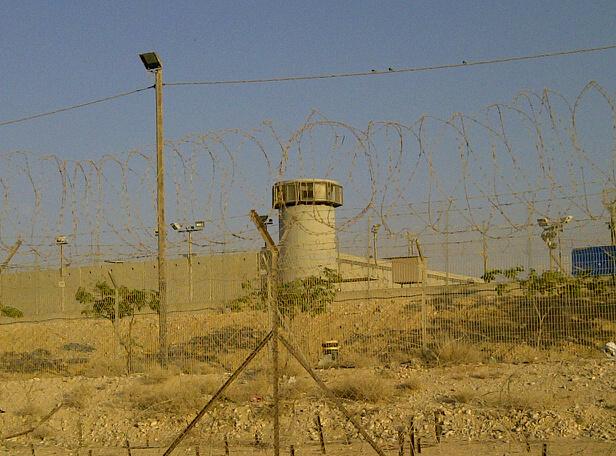 שביתת רעב בכלא הזרים בסהרונים, ייאוש ופחד