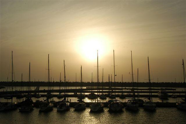 המרינה באשדוד, שבה 550 מקומות עגינה, כשאחד המזחים מיועד לספינות גדולות במיוחד. (צילום: עיריית אשדוד)
