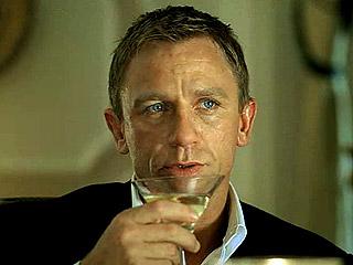 דניאל קרייג, סוכן 007, לוגם מרטיני מעורבב ולא מנוער