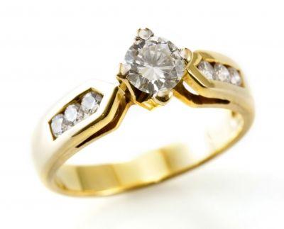 על איחוד ופרידה באותו חישוק נחשק וסמלי - טבעת