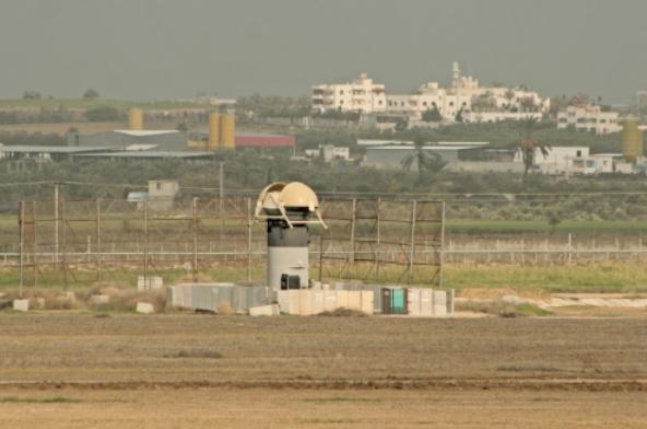 """מטען ליד גדר המערכת, באיזור נירים (צילום: דו""""צ)"""