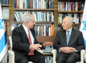 פגישת נשיא המדינה שמעון פרס עם ראש הממשלה בנימין נתניהו בבית הנשיא. צילום עמוס בן גרשום לע