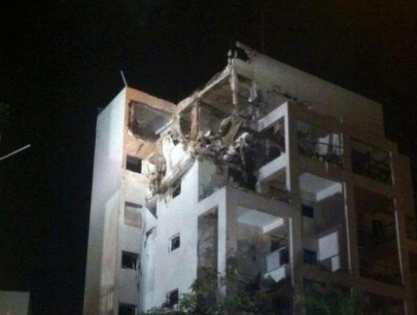 פגיעה בבניין מגורים בראשון לציון (צילום: משטרת ישראל)