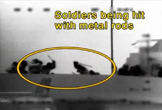 """תמונות שפרסם דובר צה""""ל בהם נראים נוסעי הספינה מכים חיילים (צילום: ויקימדיה)"""