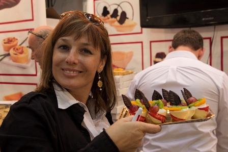 מציגה מתוקה של מתוקים בתערוכת ישראפוד (צילום: דן בר-דוב)