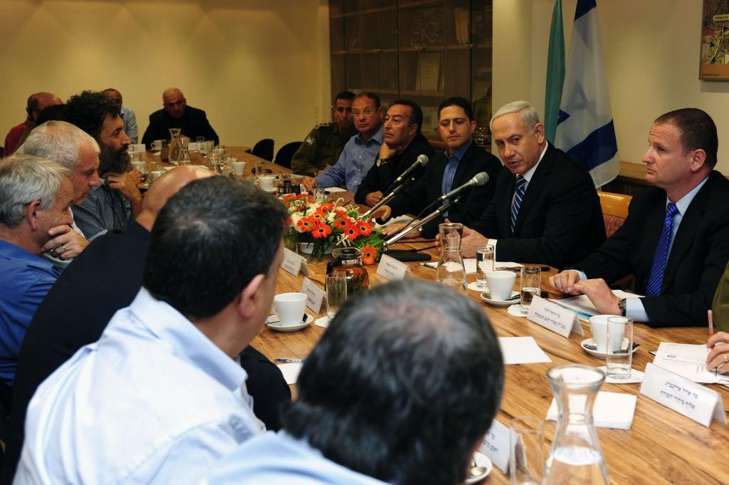 """נתניהו בפגישה עם ראשי הערים: """"נבחר את המועד הנכון"""". (צילום: קובי גדעון/לע""""מ)"""