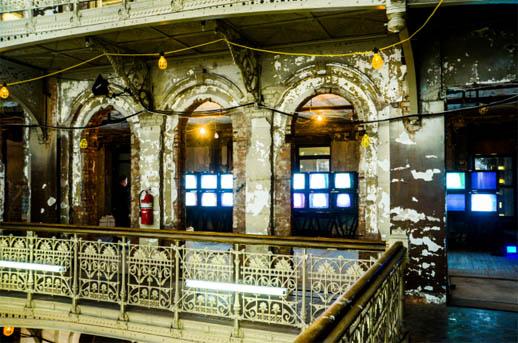 הכנות לאירוע שהתקיים בבניין נטוש בן תשע קומות ברחוב ביקמן 5 במנהטן. צילום: 2012 WireImage