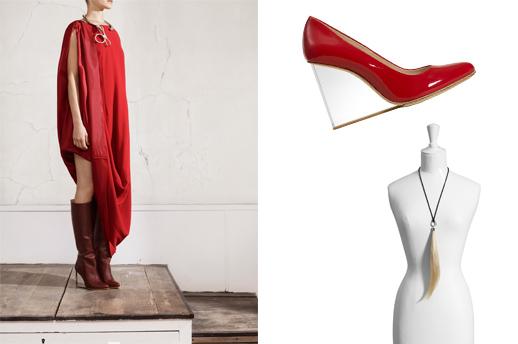 נעל סירה על פלטפורמה שקופה (פרספקס), שרשרת קווצת שיער, מגף על פלטפורה שקופה (פרספקס), שמלה אדומה מהודקת למעלה. צילום: Maison Martin Margiela with H&M